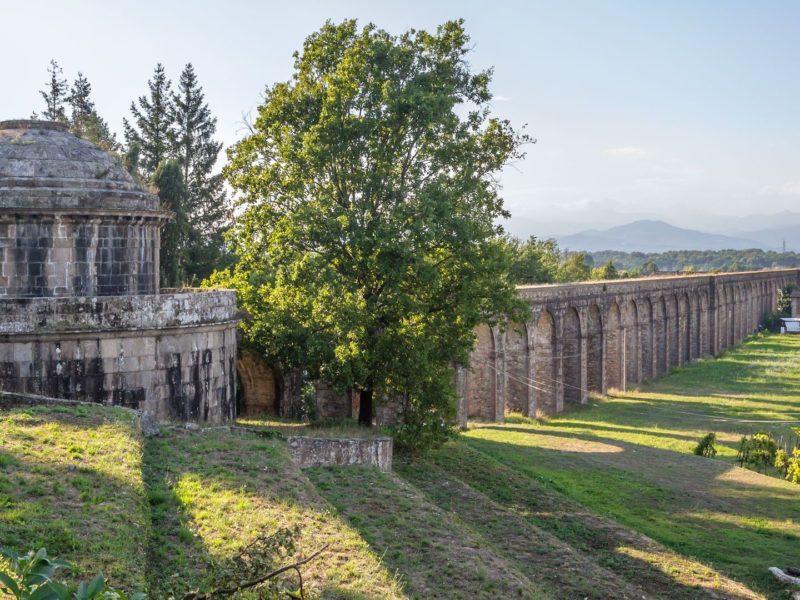 L'aqueduc de Nottolini, de Guamo (Capannori) à Lucques - les premières arches (Toscane, Italie).